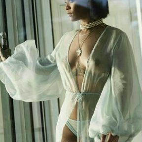 Les seins de Rihanna