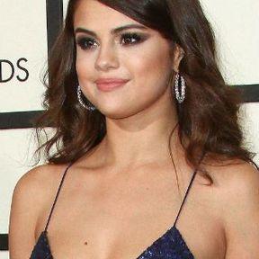 Les seins de Selena Gomez