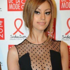 Les seins de Zahia Dehar