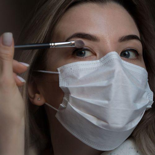 """Du """"no make-up"""" au retour de l'acné : ce que le masque a changé dans votre routine beauté"""