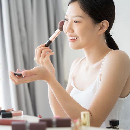 Paul & Joe crée une ligne de maquillage ludique et audacieuse pour l'été