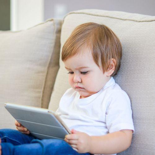 Les enfants exposés aux écrans avant d'aller à l'école plus à risque de troubles du langage