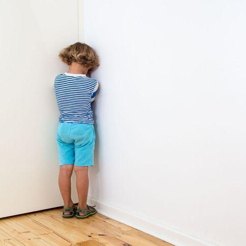 Mettre un enfant au coin ou l'envoyer dans sa chambre ne serait pas néfaste à son développement