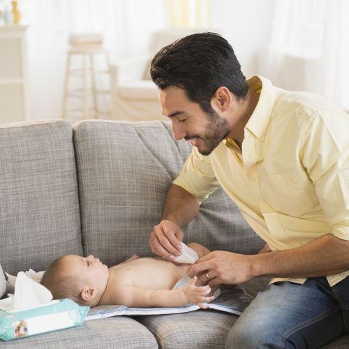 Bébé et répartition des tâches : les mamans plus actives que les papas