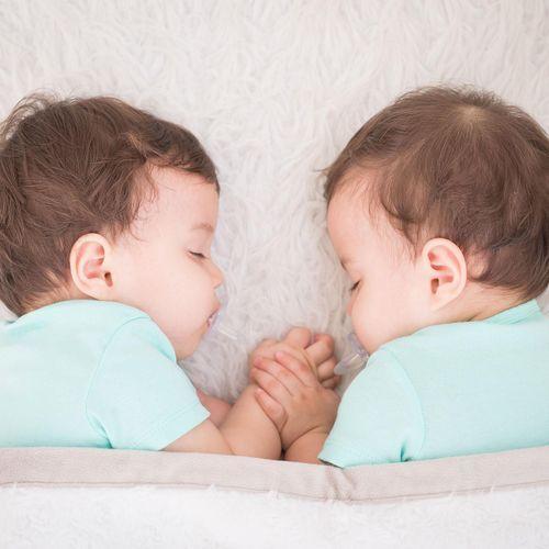 En Italie, des jumeaux naissent avec deux mois d'écart.