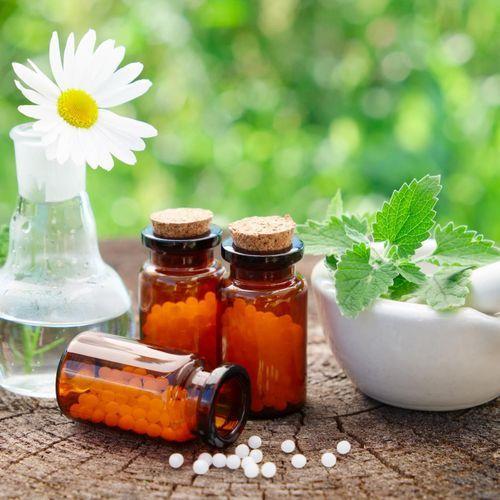 Homéopathie : le taux de remboursement baisse mercredi, avant de tomber à zéro dans un an