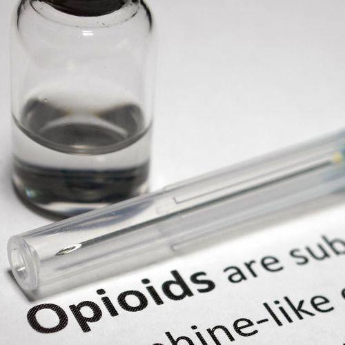 Overdoses aux opioïdes : l'antidote existe, mais pas encore assez disponible