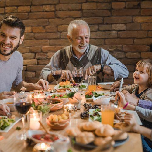 Partager ses repas en famille permettrait d'améliorer l'alimentation des jeunes