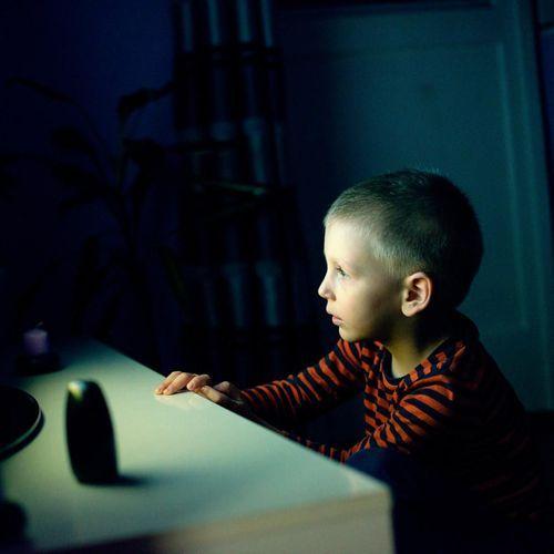 """Enfants et écrans : 3 académies scientifiques appellent à une """"vigilance raisonnée"""""""