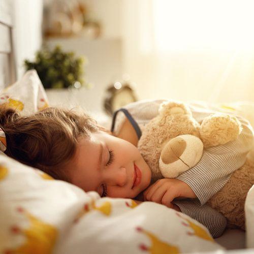 Passage définitif à l'heure d'été : quelles conséquences sur le sommeil des enfants ?