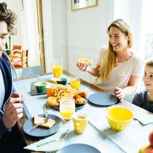 Les petits-déjeuners en famille aideraient les enfants à mieux accepter leur corps