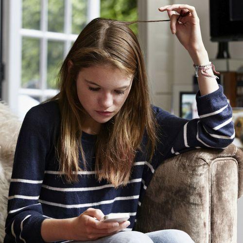 Une simple mèche de cheveux pour déceler la dépression chez les adolescents