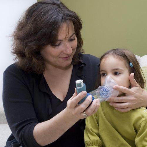 Asthme infantile : une appli aide les parents à gérer les crises