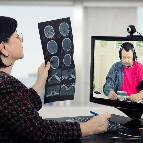Capteurs connectés, intelligence artificielle... pas sans médecin, disent les patients
