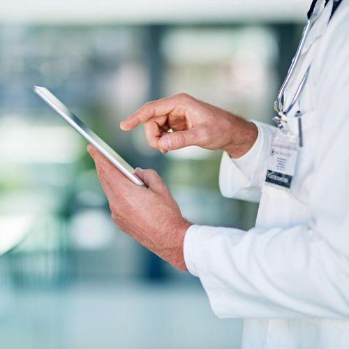 Médecine et réseaux sociaux : des clics et des claques