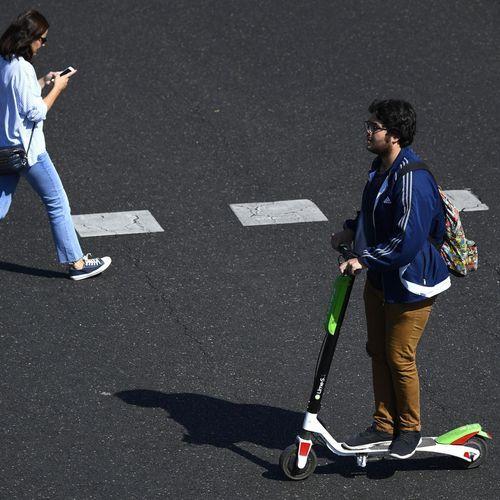 Trottinettes électriques : trottoirs interdits et écouteurs bannis à la rentrée