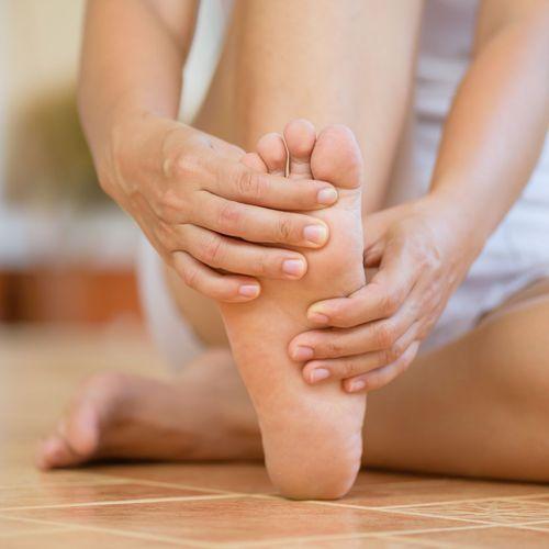 Elle souffre d'orgasmes non désirés à cause d'un problème de pied